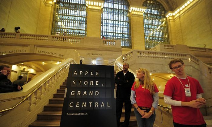 A view of the entrance of the latest Apple store set inside Grand Central Station during a media preview in New York last month. Apple announced that John Browett, formerly of Dixons Retail plc, will head up Apple's retail store business beginning April 20. (Emmanuel Dunand/AFP/Getty Images)