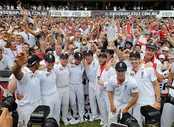 Ashes 2010: England celebrate with the Barmy Army at the SCG after winning the match and the Ashes Cricket Series against Australia. (Hamish Blair/Getty Images)
