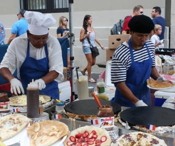 VIVE LE CREPE: Cooks prepare French crepes with a wide variety of toppings. (Diana Hubert/Epoch Times Staff)