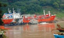 Yangtze River Freighter Sinks after Colliding With Tanker