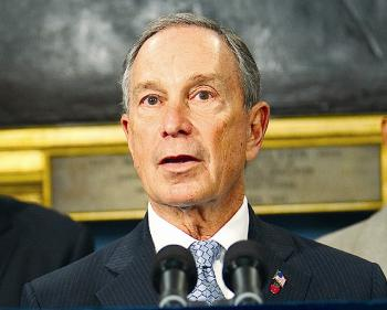 Mayoral candidate Mayor Michael Bloomberg (R) (Edward Dai/The Epoch Times)