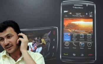 BLACKBERRY BAN REVERSAL: Indian officials said that BlackBerry smartphone manufacturer Research in Motion can operate for 60 more days in the country. (Indranil Mukherjee/AFP/Getty Images)