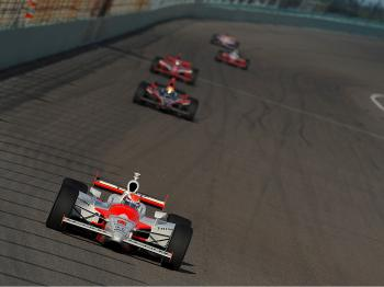 Ryan Briscoe leads the IRL IndyCar Series Firestone Indy 300 on October 10, 2009 at Homestead-Miami Speedway. (Robert Laberge/Getty Images)
