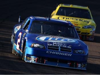 Kurt Busch leads Clint Bowyer races during the NASCAR Sprint Cup Series Checker O'Reilly Auto Parts 500 at Phoenix International Raceway. (Christian Petersen/Getty Images)