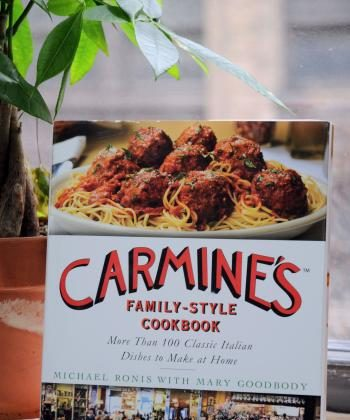 CARMINE'S COOKBOOK: reveals the essential secret of Carmine`s flagship restaurant, which is known for having the best, classical Italian Cuisine. (Mingguo/The Epoch Times)