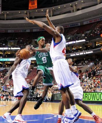 Boston Celtics point guard Rajon Rondo slashes through the Philadelphia 76ers defense in Tuesday night's game at the Wachovia Center. (Chris Chambers/Getty Images)