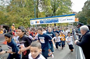 About 1,000 students ran in 400-meter and one-mile races Thursday morning in Central Park as part of the New York City Marathon preview activities. (Aloysio Santos/The Epoch Times)