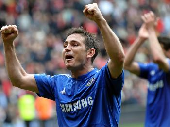 SUPER FRANK: Frank Lampard celebrates after getting the second goal, knowing Chelsea has one hand on the title. (Paul Ellis/AFP/Getty Images)