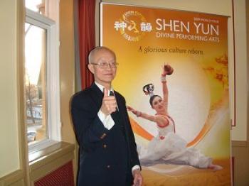 Mr. Chen Shizhong at the performance (Tang Hong/The Epoch Times)
