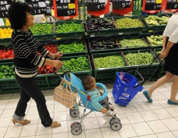 Vegetable prices at a supermarket in Hebei Province on May 11. (AFP)