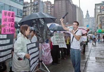 People enjoying 'Zhong Qiu Jie', Moon Festival, in Chinatown. (The Epoch Times)