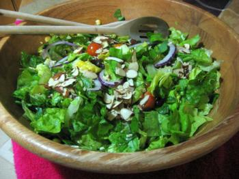 Blue cheese, fresh roasted corn on the cob, and black beans make this salad a winner. (Maureen Zebian/The Epoch Times)