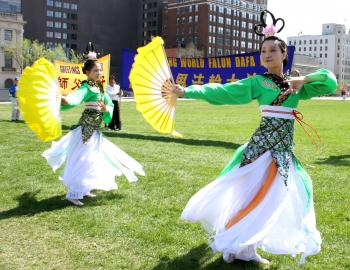 Dancers perform at Falun Dafa Day on Parliament Hill. (Samira Boaou/The Epoch Times)