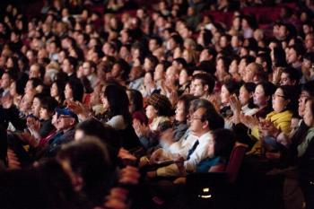The audience at Shen Yun's sixth performance at Radio City in New York. (Dai Bing/The Epoch Times)