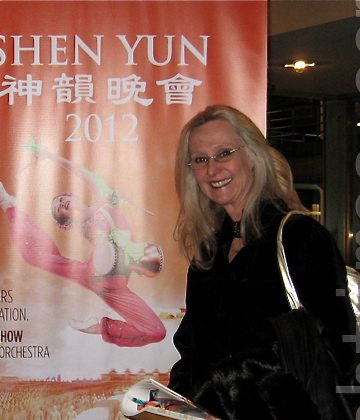 Patty Brittingham attends Shen Yun Performing Arts at Denver's Buell Theatre, on Feb. 22. (Kerry Huang/The Epoch Times)
