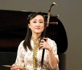 Ms. Qi Xiaochun, erhu soloist with world-renowned Shen Yun Performing Arts.