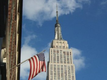 Several New York City council members are pushing for the owners of the Empire State Building to light up blue and white in two months, in the wake of a controversial decision by building owners to not honor Mother Teresa this week.  (Edward Dai/The Epoch Times)