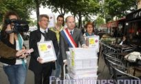 French Politician, Amnesty Int'l Submit Petition to Chinese Embassy