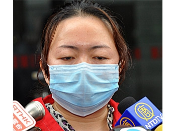 Eight parents of children who suffered kidney stones after consuming Sanlu's melamine-tainted milk filed a writ in Hong Kong on May 4th to seek compensation. (Kuang Tianming/ The Epoch Times)