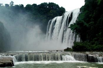 Huangguoshu Waterfall, the biggest waterfall in Asia, in its normal state. (The Epoch Times)