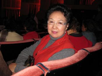 Guanglan Shen, a renowned Chinese actress in the 1980s, found the show pure and inspiring. (Fei Xin/The Epoch Times)