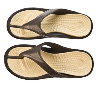 Flip-flops with heel cups and arches, or athletic shoes in general, are a better option than plain flip-flops, a study has shown. (Photos.com)