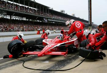 Dario Franchitti misinterpreted a crew member's hand signal and nearly drove off with the fuel hose attached. (Darrell Ingham/Getty Images)