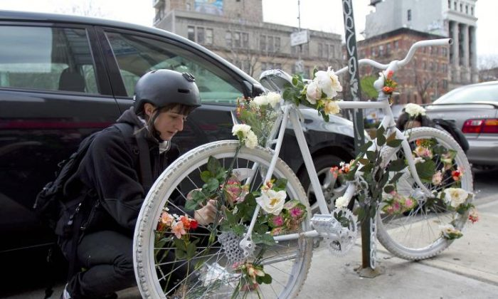 A fellow rider remembers a fallen cyclist on Delancey and Ludlow streets at the Transportation Alternatives Ghost Bike memorial held earlier this month. (Phoebe Zheng/The Epoch Times)