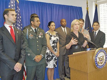 JOBS FOR VETS: Sen. Kristen Gillibrand (C) stands Sunday with young New York City veterans to announce the Hiring Heroes Act of 2011. (Catherine Yang/The Epoch Times)