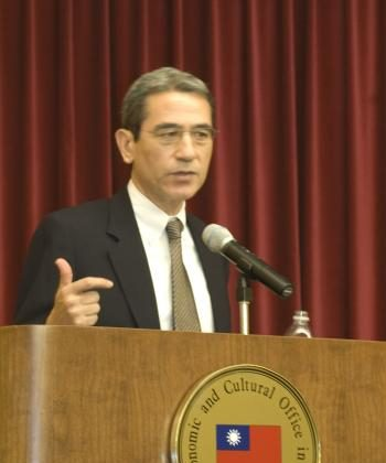 Author Gordon Chang recently spoke at the Taipei Cultural Center in New York about the effects of the 2008 Olympics on China. (The Epoch Times)