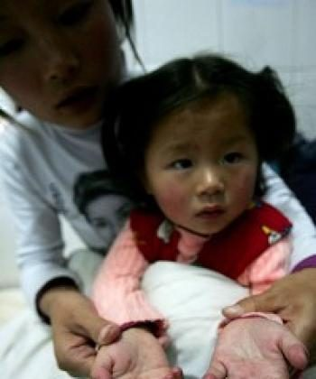 China's Ministry of Health reported that there are currently 41,846 cases of hand, foot and mouth disease (HFMD) in 30 provinces and regions. (The Epoch Times)