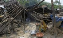 Indian Cyclone Victims Wait for Help to Come