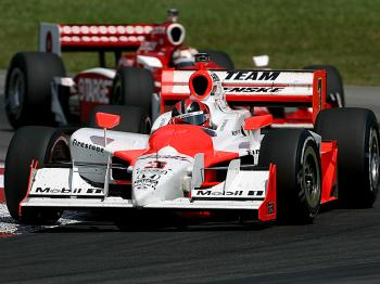 Helio Castroneves leads Scott Dixon around the Mid-Ohio Sports Car Course.  (Darrell Ingham/Getty Images)