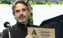 Jeremy Irons Criticizes Slovak Police's Behavior Against Activists