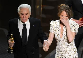 Actor Kirk Douglas (L) presents the Best Supporting Actress trophy to Melissa Leo (R) at the 83rd Annual Academy Awards. (GABRIEL BOUYS/AFP/Getty Images)