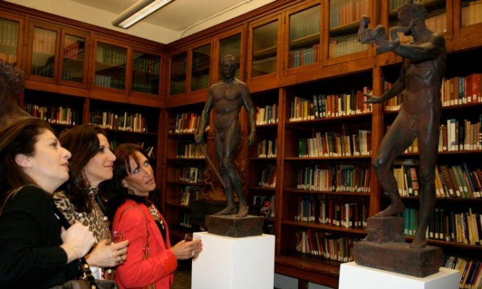 """Visitors admire the sculpture """"Armor"""" by Sabin Howard at the Institute of Classical Architecture and Art. (Evan Mantyk/The Epoch Times)"""