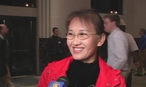 Mainland Chinese Woman Thinks Divine Performing Arts is Cultural Textbook for Chinese Children