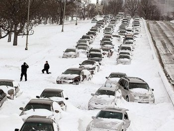 Lake Shore Drive: Cars sit in the northbound lanes of Lake Shore Drive after accidents and drifting snow stranded the drivers during last night's blizzard February 2, 2011 in Chicago, Illinois. (Scott Olson/Getty Images)