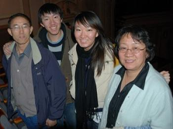 Mr. Li's whole family came to watch the DPA show. (The Epoch Times)