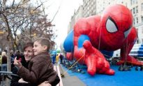 Macy's Thanksgiving Day Parade 2010 Features Spider-Man, Smurfs