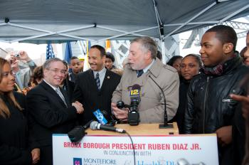 Samuel Schwartz (R) president and co-founder of the NYC Bridge Centennial Commission watches Manhattan Borough President Scott Stringer (h) and Bronx Borough President Robert Diaz (C) shake hands on Madison Avenue Bridge's 100th Anniversary.   (Alosio Santos/The Epoch Times)