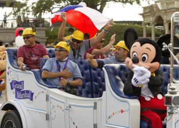 Chilean Miners See Disney World (Photo)