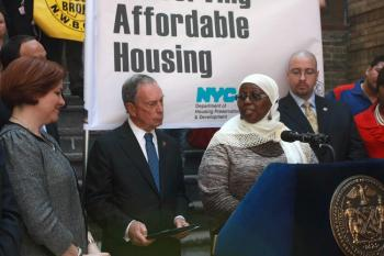 HOMIER HOMES: Malikah Rasheed, president of her building's tenant association and Milbank tenant, thanks Mayor Michael Bloomberg (C) and City Council Speaker Christine Quinn (L) for taking action to make her dilapidated home livable again. (Tara MacIsaac/The Epoch Times)