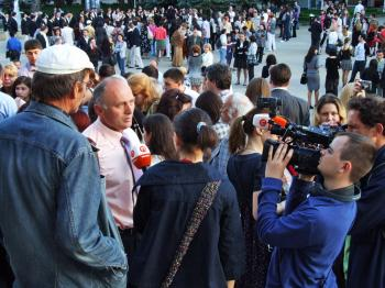 Prof. Dumitru Roman, representative of the Moldovan Falun Dafa Association, speaks to Moldovan local media in Chisinau, amidst hundreds peacefully appealing to have Shen Yun perform in Moldova May 25. (The Epoch Times)