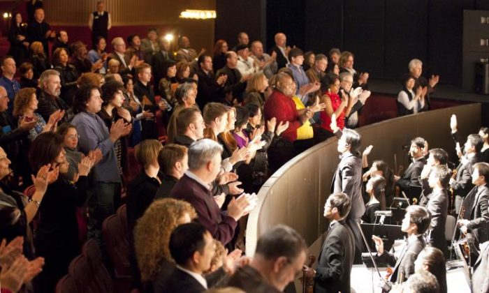 Shen Yun performers and the orchestra receive a standing ovation, at a performance in early 2011. (Edward Dai/The Epoch Times)