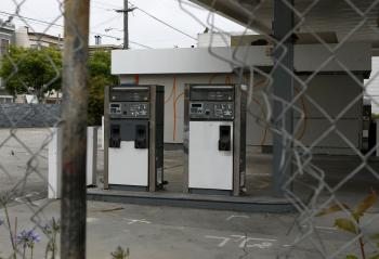 NO MORE OIL: Gas pumps remain at an abandoned Chevron gas station on Monday in San Francisco, Calif.  (Justin Sullivan/Getty Images)