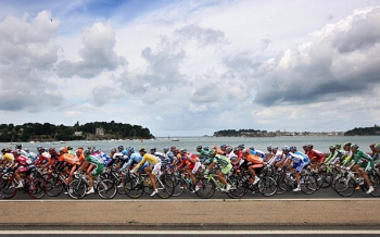 The peloton probably isnt enjoying the scenery at the start of stage three of the 2008 Tour de France on July 7, 2008 in Saint-Malo, France. (Jasper Juinen/Getty Images)