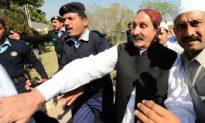 Pakistan PM Reinstates Sacked Chief Justice