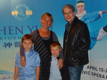 Mark Wein together with a friend, Patty Shoeman, and her two children at Shen Yun Performing Arts in Chicago. (Charlie Lui/The Epoch Times)
