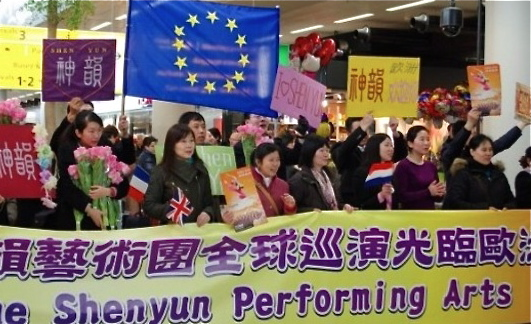 Welcoming the Shen Yun Performing Arts performers at the Amsterdam airport on March 11, 2012. (The Epoch Times)